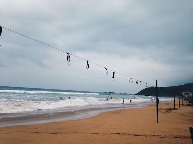 La playa de Zarautz desde los toldos
