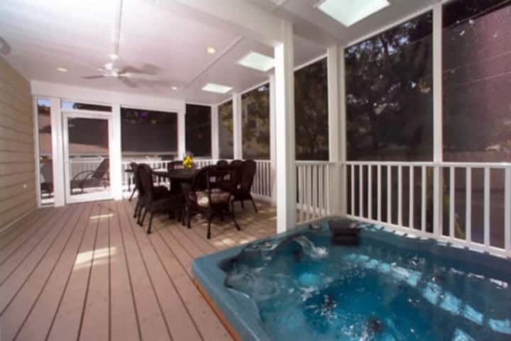 Large house in town w/ hot tub-Full week discount