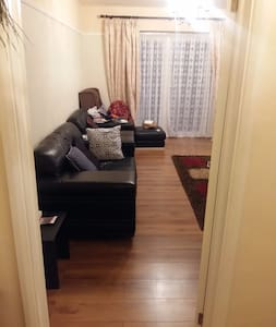 COZY DOUBLE ROOM IN LOVELY SPACIOUS HOME - Borehamwood - Haus