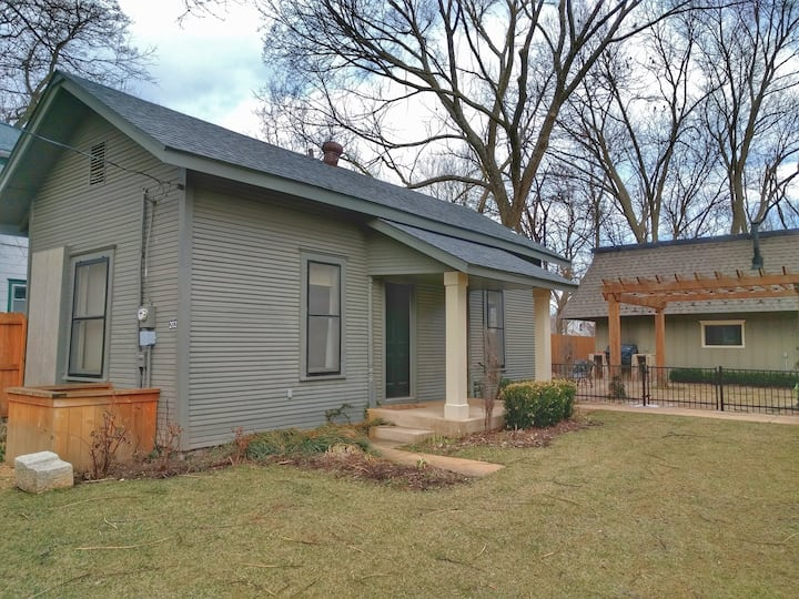 Historic Guest House in Downtown Bentonville
