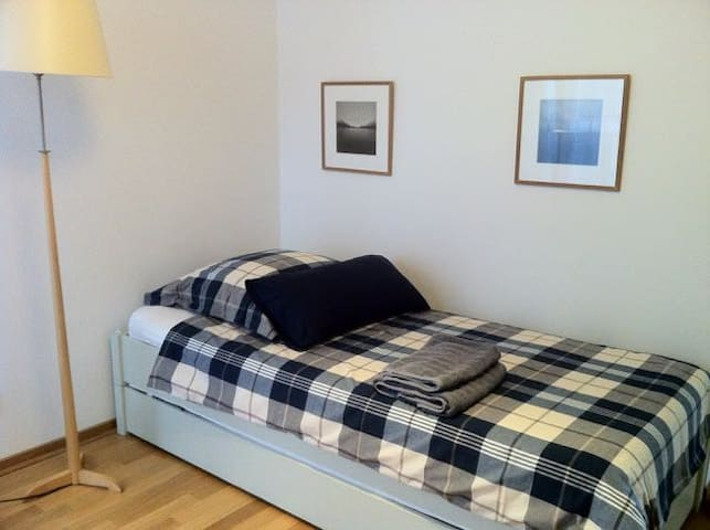 Guest room at Messe Frankfurt - Frankfurt - Bed & Breakfast