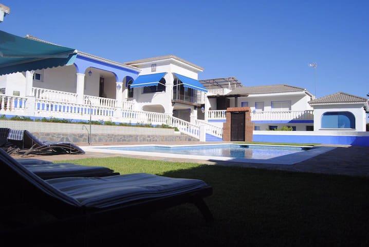 Villa Sanmary. Duplex dentro de una villa de lujo - Alhaurín de la Torre - Huis