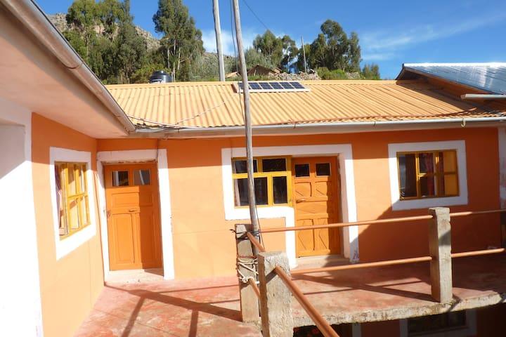 Amantani Lodge,Casa de Familia MaryLuz y Henry - Amantaní - Dům