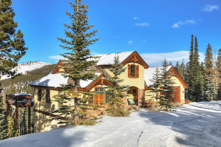 FREE SkyCard Activities - Luxury Home, Views of Breckenridge, Private Hot Tub - Mountainside Chalet