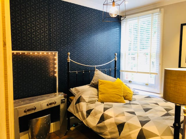 Bright, Stylish Double Room (Tunbridge Wells)