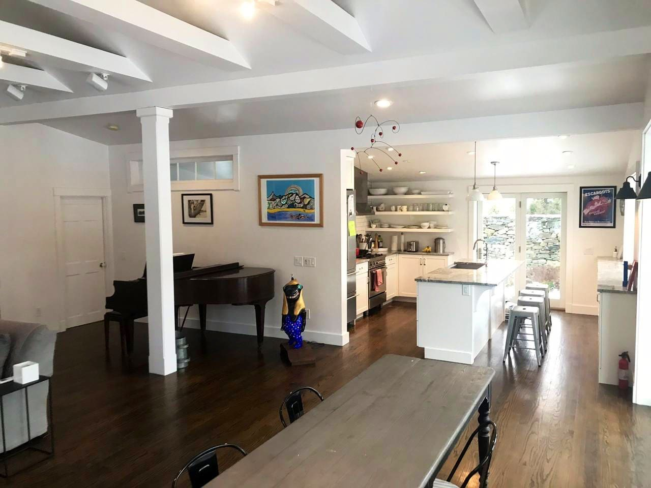 Open floor plan kitchen/dining/living