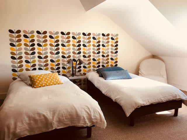 Chambre avec deux lits jumeaux, possibilité de les rapprocher