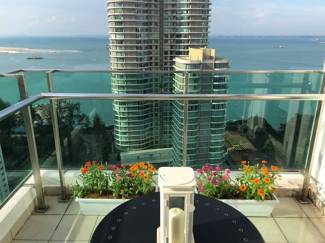 2BR APARTMENT WITH LUXURIOUS SEA VIEW  ★ 娳慜民宿 ★