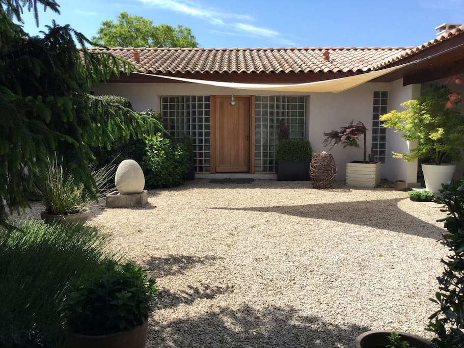 Maison en pleine campagne en provence houses for rent in - Maison d en france salon de provence ...