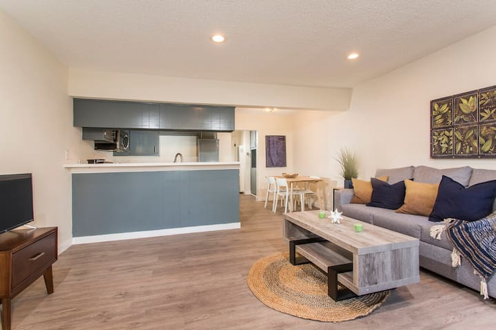 1 Bd Apt Perfect for your LA and Long Beach Vacay!