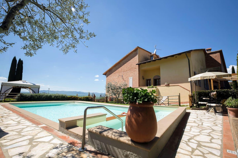 Villa dei Sassi exterior with swimming pool