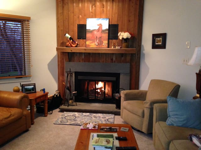 Cozy Private 2BR Walkout on 18th Tee Devils Knob