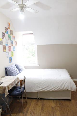 Spacious Double Room in Shepherd Bush-White CIty
