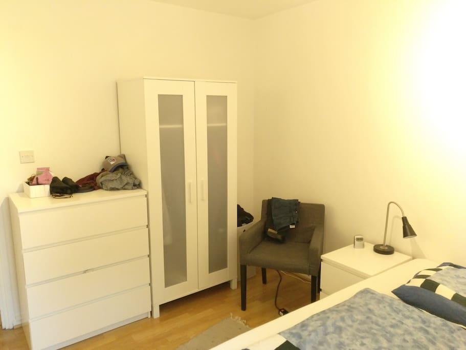 Bedroom (picture 3)