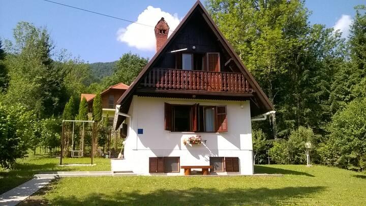 """Kuća za odmor """"RUBEŠA"""" - oaza mira"""