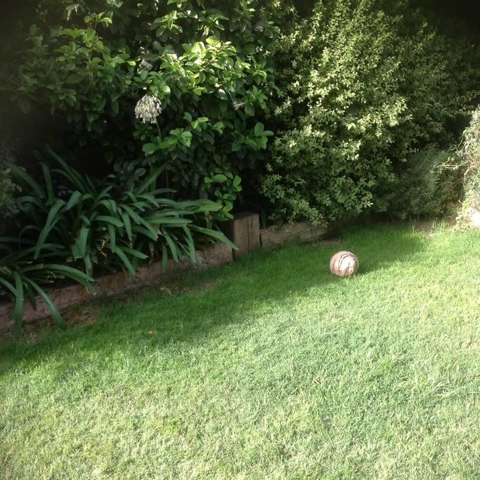 Jardin, cuenta con terraza y un quincho