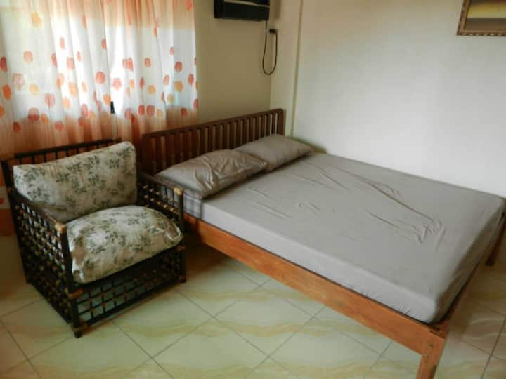 Conrado's: Room w/ Free Bfast & Wi-Fi Near Airport