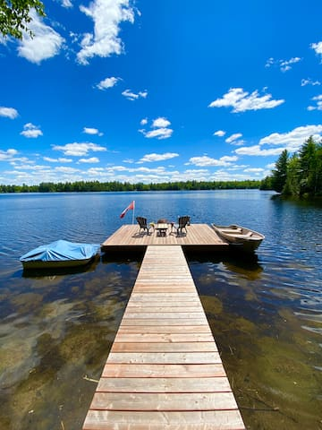 3-bedroom Waterfront Cottage on a quiet lake