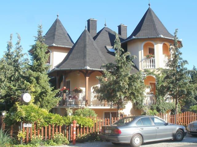 Kétszemélyes szoba  pazar környezetben - Keszthely - 別荘