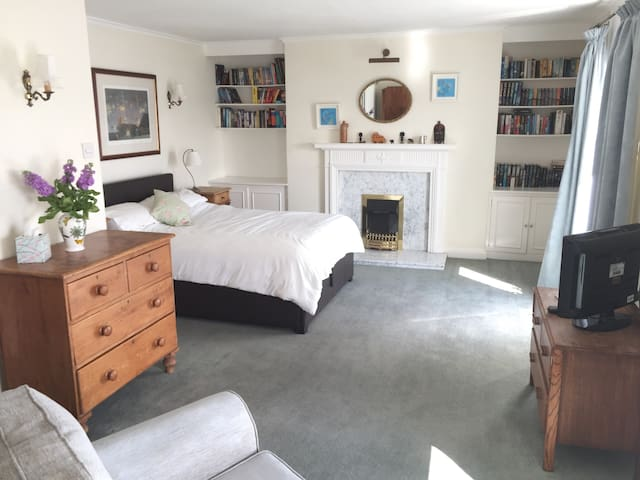 Central, harbour-view, large double room - Falmouth - Haus
