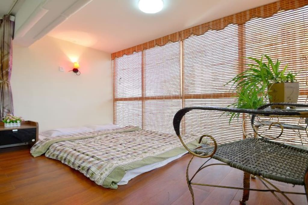 别墅榻榻米房,木地板可睡2-3人