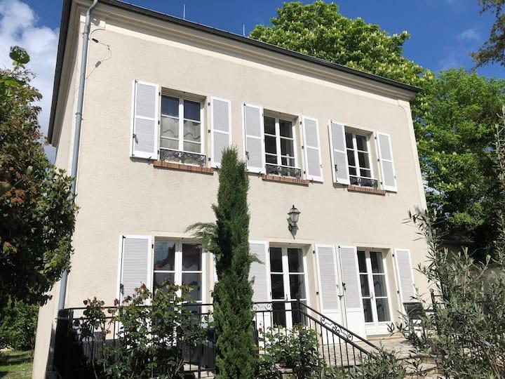 Maison bourgeoise de 210 m2 proche de Paris