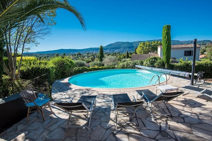 Villa with 180 ° view of Grasse