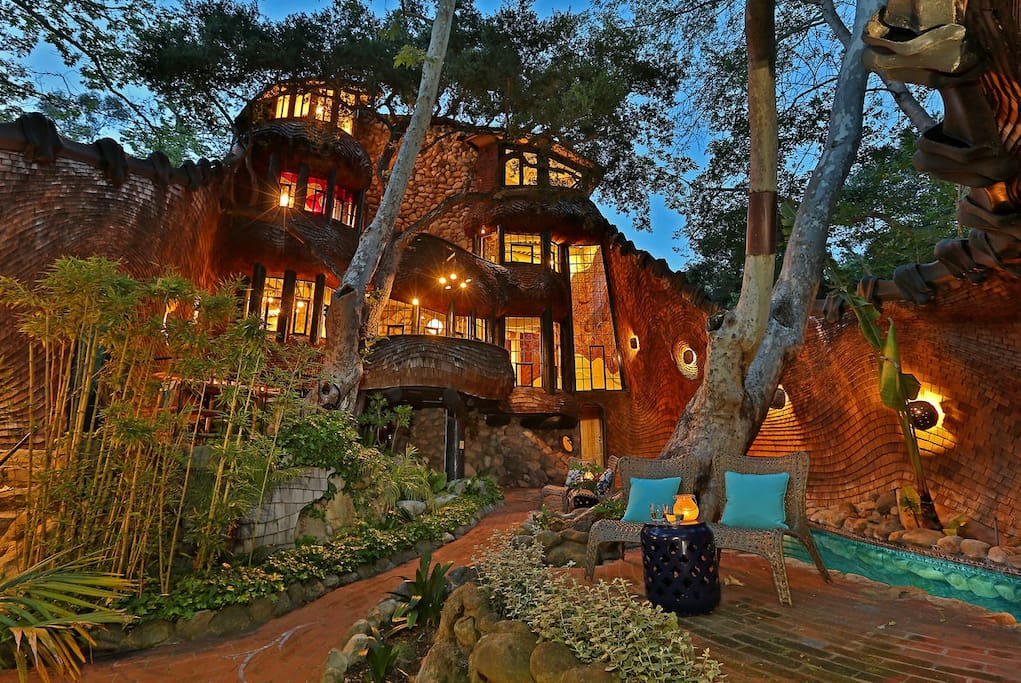 The Whale House - Unique Architectural Masterpiece in Mission Canyon - Houses for Rent in Santa Barbara, California, United States