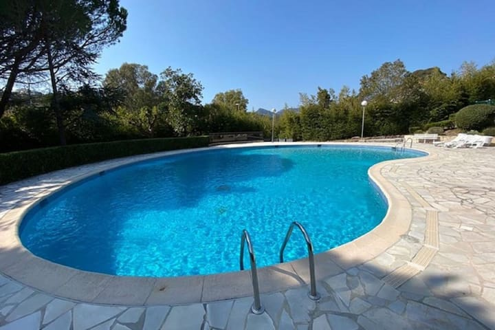 Lavish Holiday Home in Mandelieu La Napoule with Pool