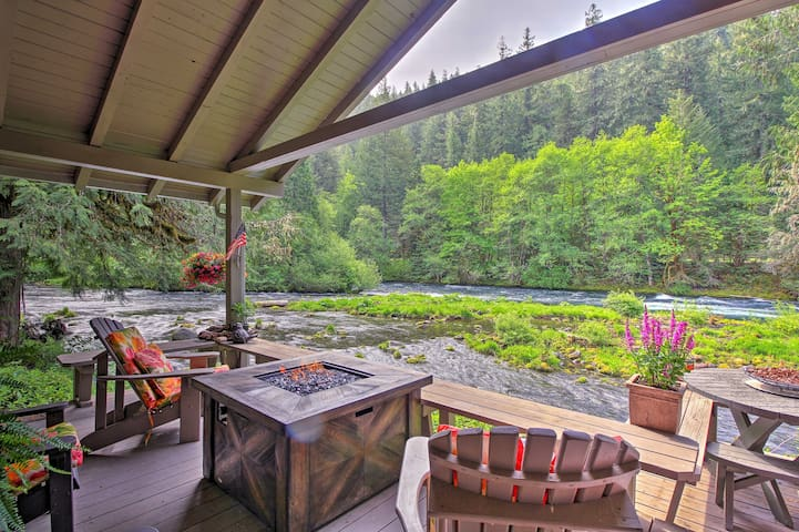 Quiet & Romantic Cabin Getaway on McKenzie River!