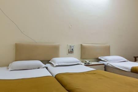 HRR SEC-BAD Budget Triple Room-2 - Secunderabad - Bed & Breakfast