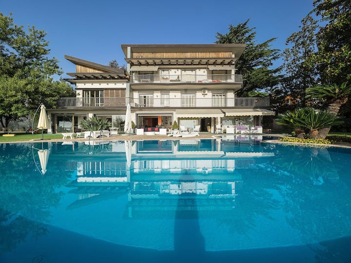 With private pool on the Etna-flanks (22 sleeps)