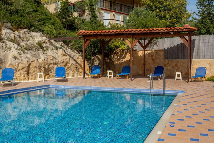 Last-minute 35% SALE! Traditional Cretan Villa