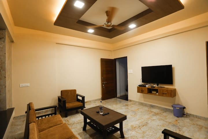 Entire lavish luxurious bungalow at Panhala Fort