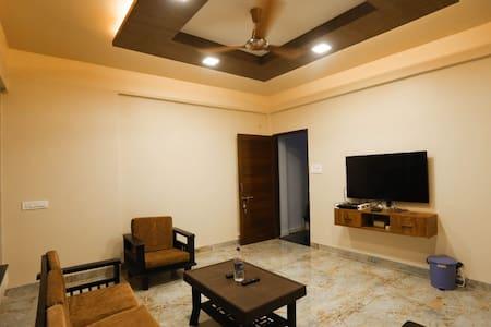 Entire lavish luxurious bungalow at Panhala Fort