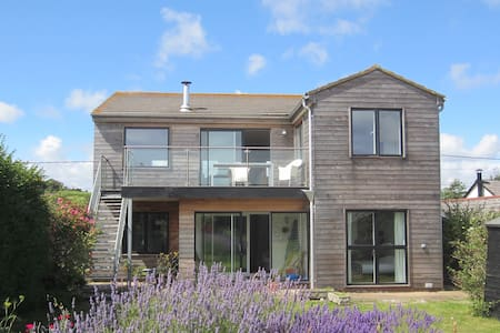 A proper beach house with great views - Pett Level