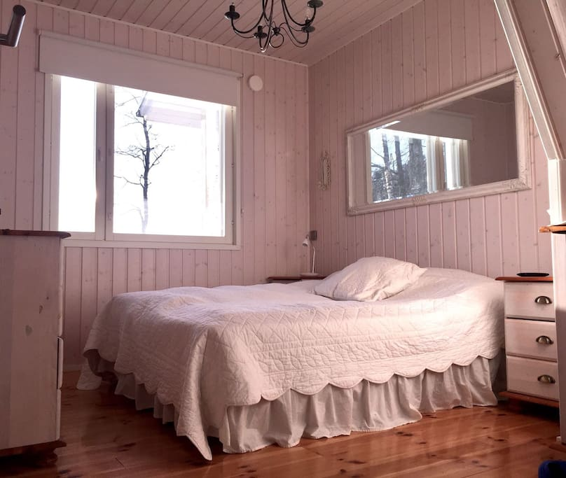 Main bedroom with a view to the lake