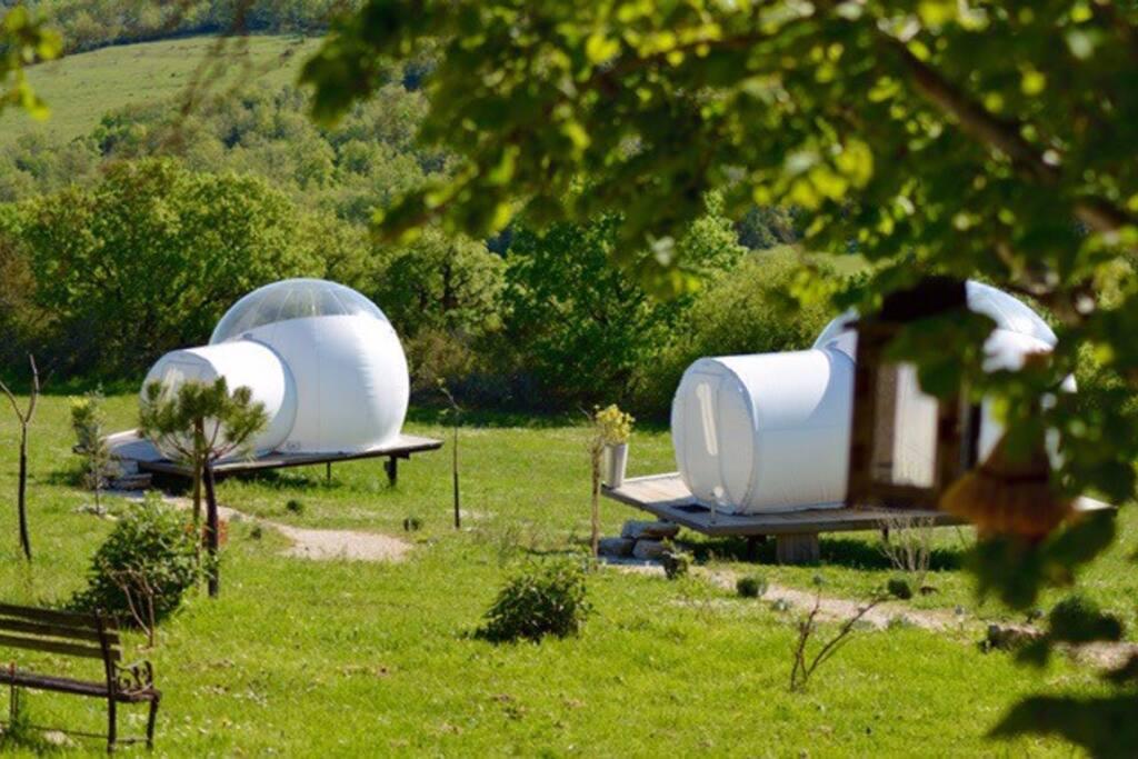 logement atypique dans des bulles houses for rent in cahors france france. Black Bedroom Furniture Sets. Home Design Ideas