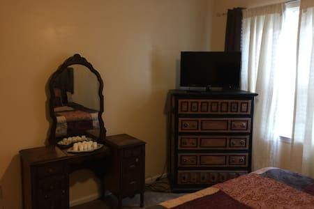 Cozy Room, Great Neighborhood, Central HR Location - Apartamento