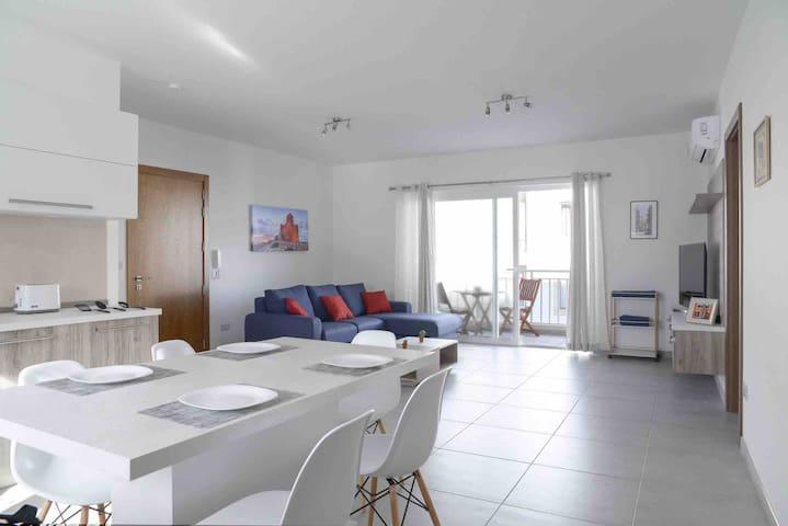 STUNNING/Brand New/Modern Apartment/Best Area 