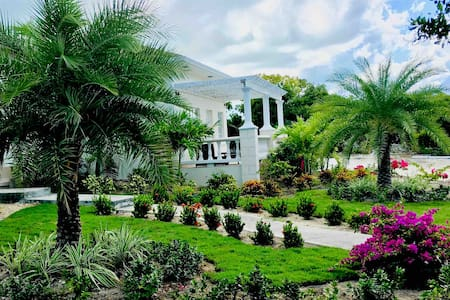 A Private Deluxe Residence near Grace Bay - Car