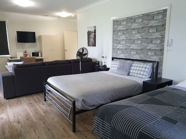 **CONTACTLESS CHECK IN** Maitland Guest Suite