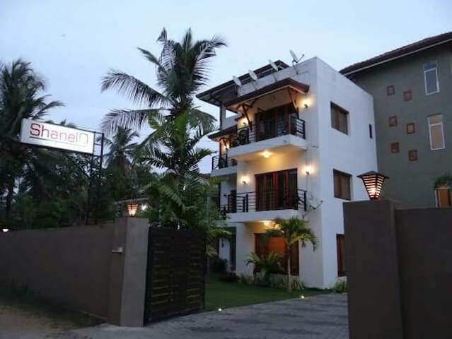 HOTEL SHANELO - Negombo - Bed & Breakfast