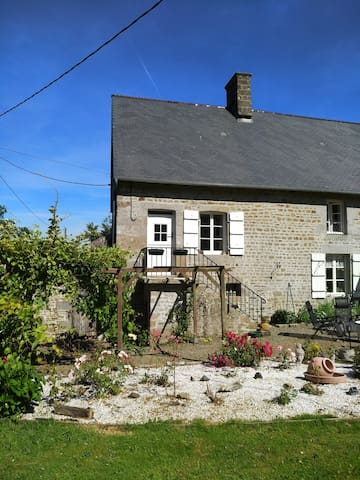 Chene Tombe gite (Fallen Oak cottage)