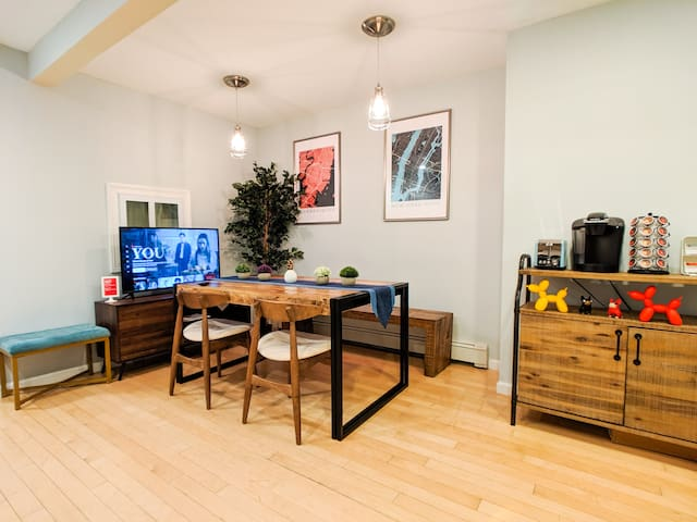 2BR Apartment with Patio, 10min to Manhattan