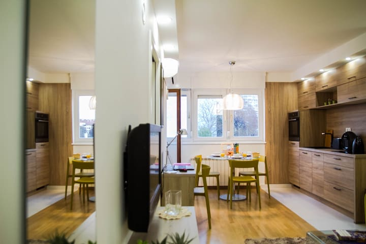 STAY WITH US FOR BUSINESS OR PLEASURE - Zagreb - Apartamento