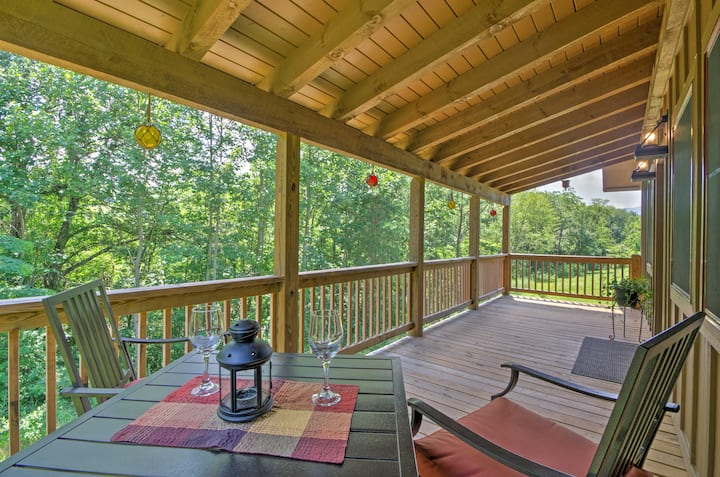 Cozy 'Fox Ridge Cabin' On 4 Acres w/ Hot Tub!