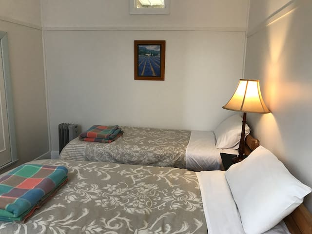 Seacroft Room 2 - Twin beds