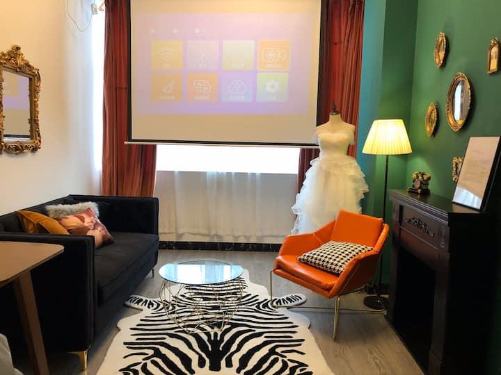 投宿-粉墨,网红风格主题房,独立房源一客厅一大床房