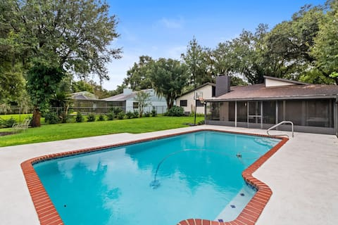 Private Oasis - Pool, Large Yard, Pets Welcome